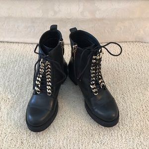 Vince Camuto size 5 black leather combat bootie